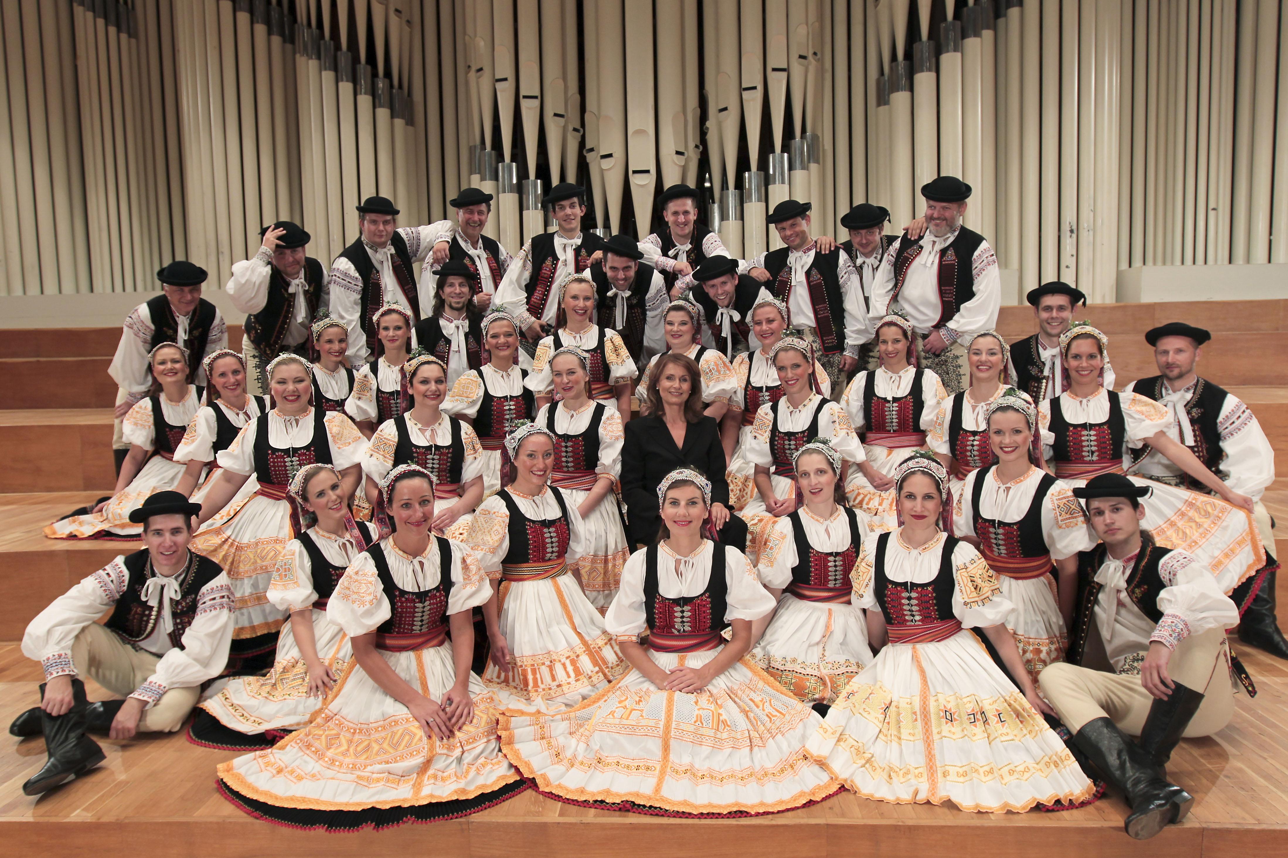 Spevácky zbor Lúčnica. Foto © Ctibor Bachratý 2011