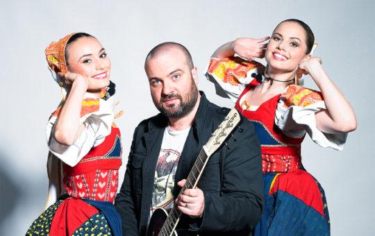 IMT Smile a tanečnice z Lúčnice. Foto: Vladimír Yurkovič