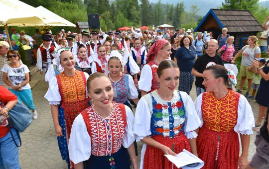 Lúčnica in Tatry – Singing at Štrbské pleso (mountain lake in High Tatras)