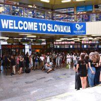 Lúčnica v Tatrách - Lúčnica spievala pred odchodom do Tatier na Hlavnej stanici v Bratislave. Foto: Pavol Harum